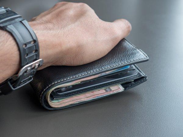Panduan Memilih Dompet Pria Kulit Asli Dan Merek Branded Yang Bisa Jadi  Pilihan Di 2018 bf48a0caf6