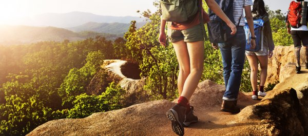 10 Rekomendasi Perlengkapan yang Diperlukan ketika Melakukan Wisata Outdoor
