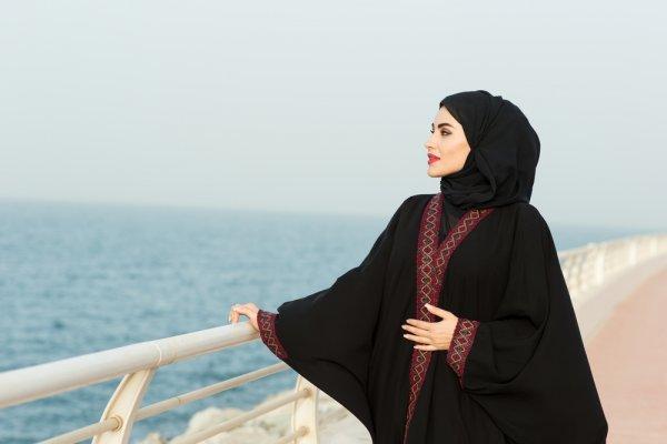 Tampil Fashionable Dan Memesona Dengan 10 Model Gamis Cantik Untuk Wanita Berhijab Dengan Tubuh Berisi