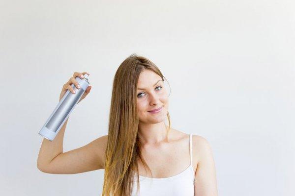ड्राई शैम्पू आपके बालों को साफ़ और ताज़ा कर सकते हैं: 4 सबसे अच्छे ड्राई शैम्पू की सूचि,साथ ही बेहतर परिणाम के लिए 10 महत्वपूर्ण सुझाव। (2021)