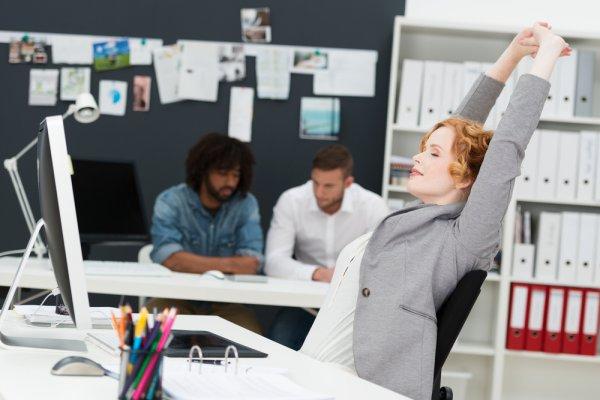 Nyaman saat Ngantor, 10 Rekomendasi Kursi Kerja Ini Bikin Anda Makin Produktif Tanpa Merasa Kelelahan saat Bekerja