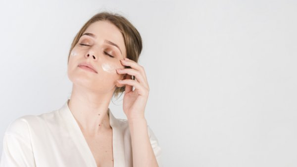 Wajah Tampak Kusam? Inilah 10 Rekomendasi Cream Pemutih Wajah dengan Sertifikat BPOM (2020)