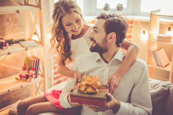 Top 10 món quà ý nghĩa tặng chồng nhân kỷ niệm ngày cưới (năm 2020)