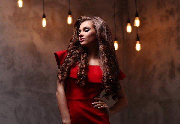 Tips Memilih Gaun Malam yang Tepat dan 7 Rekomendasi Gaun Pesta Elegan yang Bisa Membuat Penampilan Makin Memukau