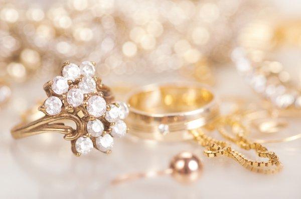 Siap Melamar Dambaan Hati? Siapkan Lamaran Terbaik dengan Pilihan 10+ Perhiasan untuk Lamaran Berikut Ini