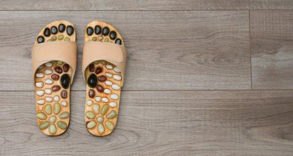 Jaga Tubuh Tetap Sehat dengan 10 Rekomendasi Sandal Refleksi untuk Sehari-hari (2021)