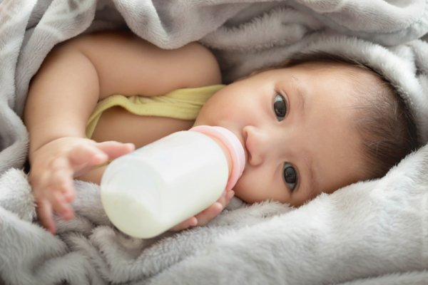 Baru Melahirkan? Ini Rekomendasi Botol Susu Terbaik untuk Si Kecil (2020)