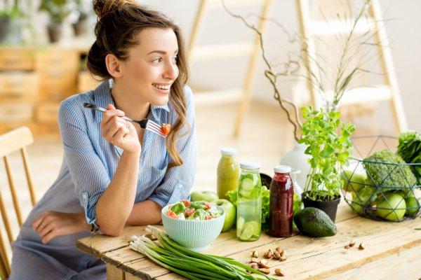 Kenali Penyebab dan 10 Jenis Makanan yang Aman untuk Asam Lambung (2020)