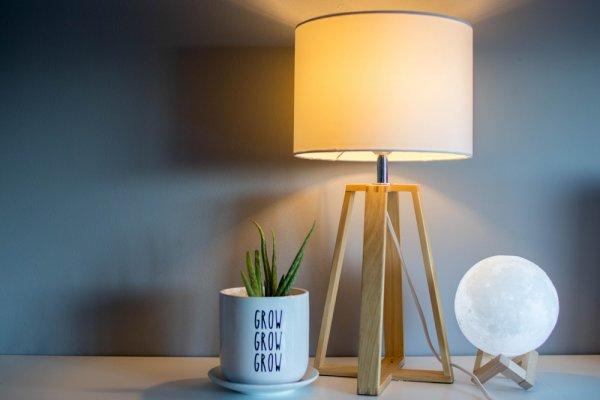 Belajar Lebih Nyaman dengan 10 Rekomendasi Lampu Belajar LED! (2020)