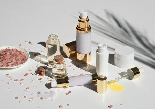 Rawat Kulit dengan 10 Rekomendasi Skincare Halal Berbahan Alami Ini 2021)