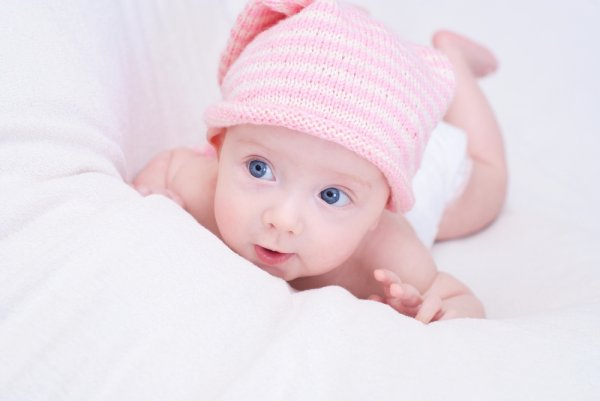 10 Topi Bayi Perempuan Ini Hadir dengan Gaya Baru Bikin si Bayi Makin Imut! (2018)