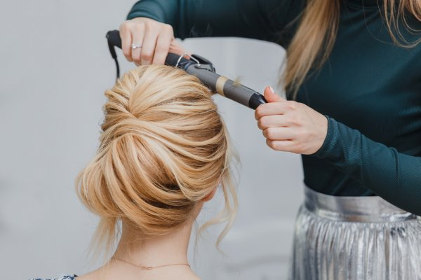 Hate Frazzled Hair(2020)? No More from Now, Try These 8 Trendy Hair Straightener Style to Look Beautiful on Any Event or Occasion (2020)
