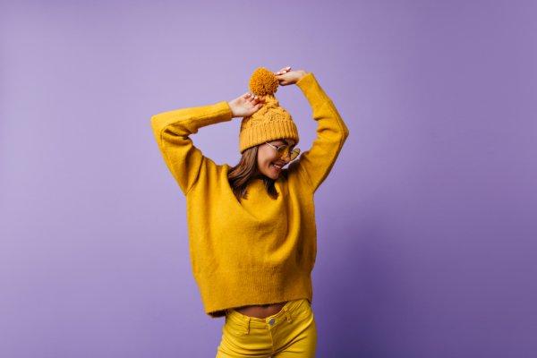 Tampil Quirky lewat Tips dan 8 Rekomendasi Padu Padan Sweater Unik 2019