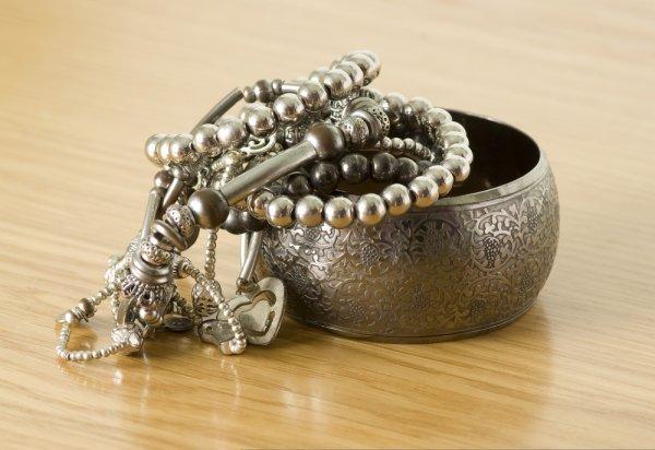 8 Gelang Silver Keren untuk Pria dan Wanita Stylish