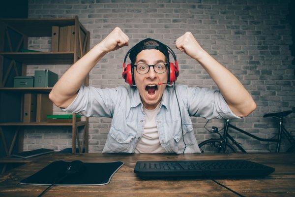 Bermain Game Lebih Fokus dengan Earphone Khusus Gamer Beserta 10+ Rekomendasi Produk