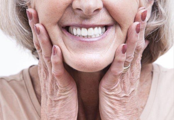 Jangan Sampai Rusak dan Kotor, Rawatlah Gigi Palsu dengan 10+ Rekomendasi Produk Perawatan Gigi Palsu Ini