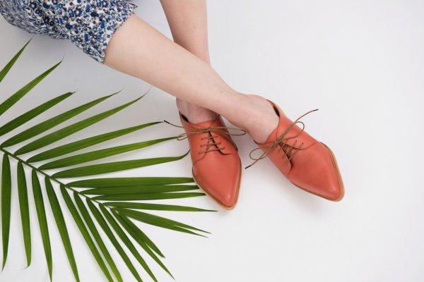 Percantik Kakimu dengan 10 Rekomendasi Sandal Mules Trendi Ini!