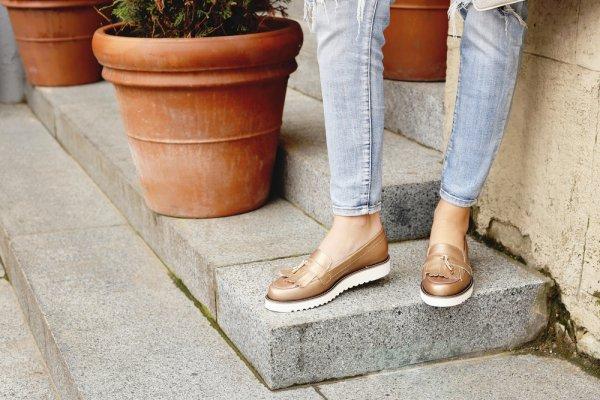 10 Rekomendasi Sepatu Casual 2019 yang Bikin Kamu Tampil Kece