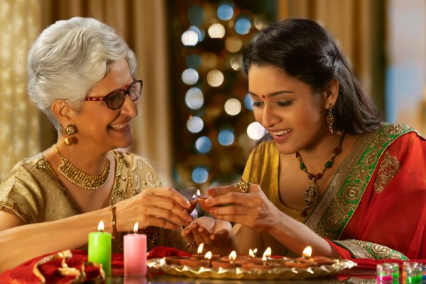 Let This Year's Karwa Chauth Become a Fond Memory for Your Mother-in-Law with 10 Special Karwa Chauth Gifts for Saas to Win Her Heart (2019)