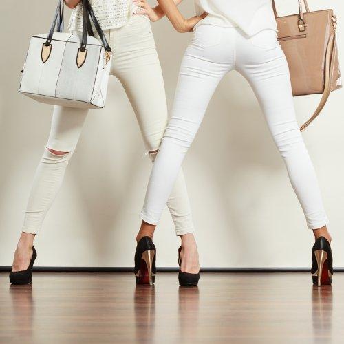 Tampil Elegan, Rapi, dan Bersih dengan 10 Celana Putih Pilihan untuk Pria dan Wanita