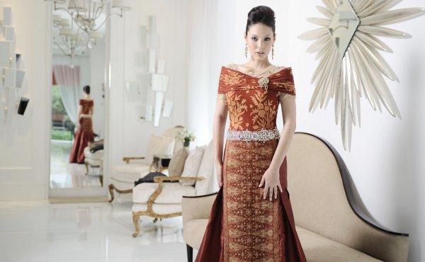 9 Gaun Batik Print Terbaru Indonesia yang Menarik Perhatian Dunia
