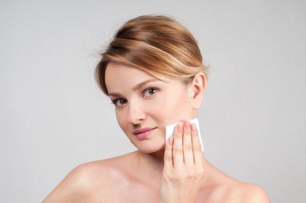 Atasi Masalah Kulit dengan 10 Perawatan Wajah yang Cocok untuk Kulit Sensitif
