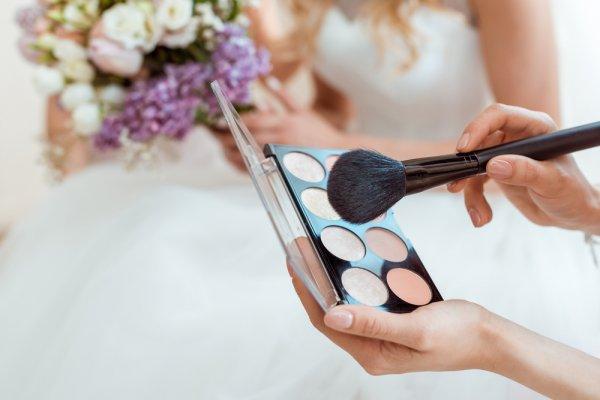 Tampil Menawan di Hari Pernikahan dengan Tips dan 8 Rekomendasi Produk Makeup Terkini (2018)