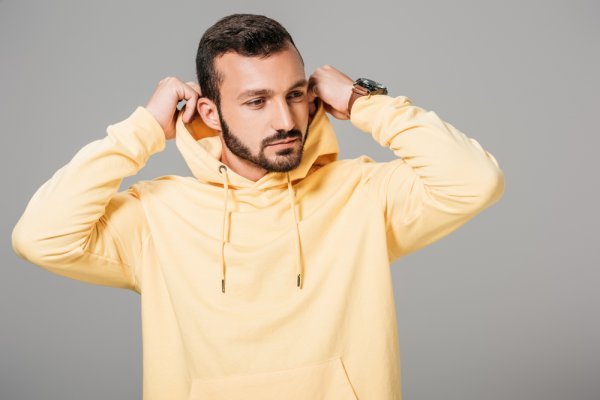 Hangat dan Trendi dengan 9 Rekomendasi Sweater Distro Keren untuk Kamu yang Suka Tampilan Kekinian