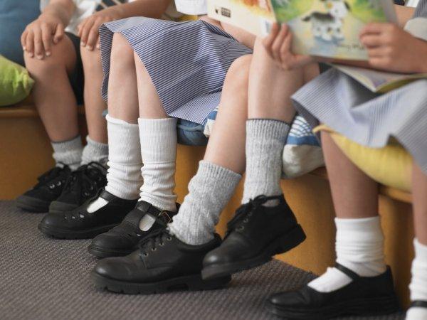 14+ Pilihan Sepatu Sekolah Anak Perempuan Terbaru (2017)
