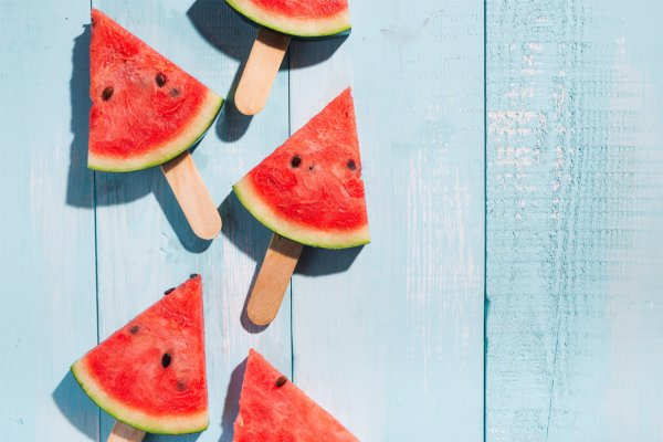 Must Have Foods to Keep Cool in Summer and 4 Surprisingly Simple Tricks to Cool Down on Especially Hot Days (2020)