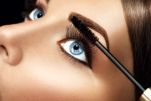 Do You Often Wish You Knew How to Achieve That Super Dramatic Lashes without That Clumpy Smudgy Mess? Learn How to Apply a Mascara Like a Pro in Simple Steps!