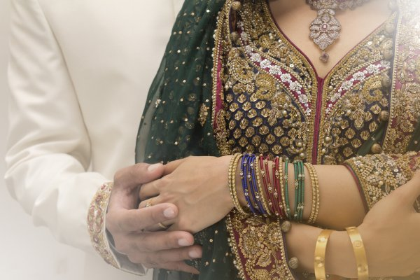 10 Superb Wedding Gifts for Muslim Couple in 2020 and a Guide to Giving Gifts to Muslims