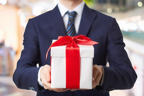 Stand Out from the Rest By Giving a Personalised Gift to Your Boss: 10 Great Gifts for Boss and Tips on How to Not Look Like a Suck Up (2019)