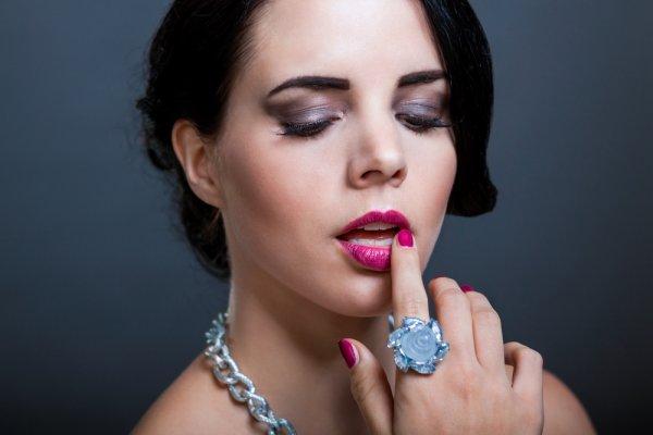 9 Pilihan Cincin Batu Wanita Eksotis yang Akan Membuat Aura Kecantikan Anda Makin Terpancar