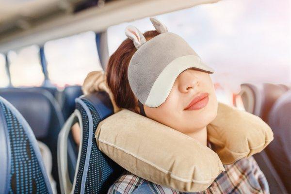 10 Rekomendasi Bantal Tiup 2019 yang Pas untuk Menemani Perjalanan Anda