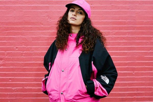 10 Rekomendasi Jaket dan Sweater Hoodie Pink dari Supreme yang Bisa Kamu Pakai di Musim Penghujan Ini (2020)