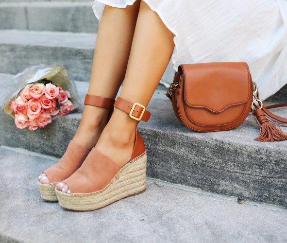 Takut Pakai High Heels? Simak 10 Rekomendasi Sandal Wedges Stylish Buatmu Para Fashionista (2020)