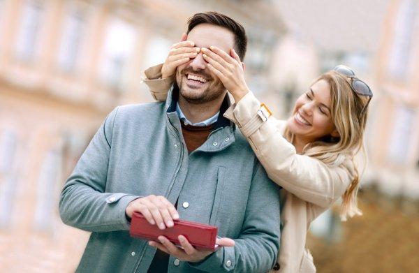 Bingung Cari Kado untuk Suami? Ini 12 Hadiah Ulang Tahun yang Tepat untuk Hari Bahagianya di Tahun 2019