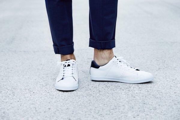 10+ Pilihan Sepatu Kets Pria Terbaru Untuk Pria Yang Senang Tampil Keren  (2018) debadbf78e