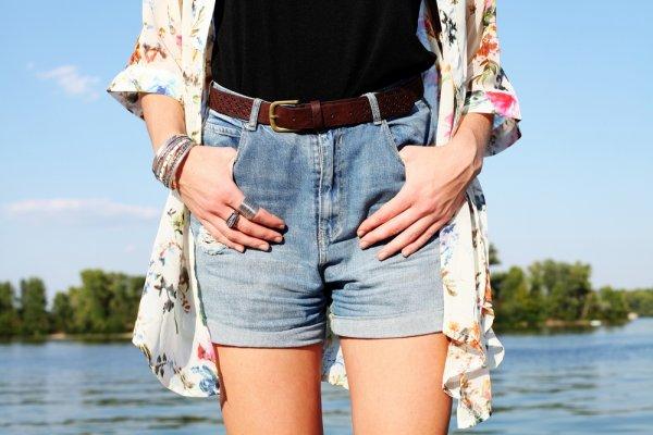 Ingin Habiskan Liburan di Pantai? Jangan Lupa Simak Tips Memilih dan 9 Rekomendasi Celana Pantai yang Oke dari BP-Guide