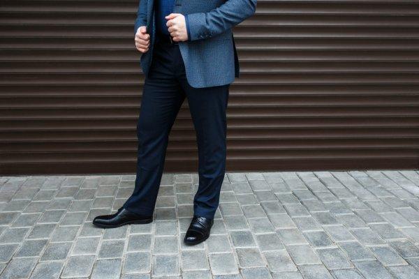 8 Rekomendasi Celana Formal Pria yang Modern, Nyaman, dan Berkualitas untuk ke Kantor