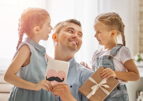 Gợi ý 10 món quà sinh nhật cho bố 45 tuổi thiết thực và ý nghĩa nhất (năm 2020)