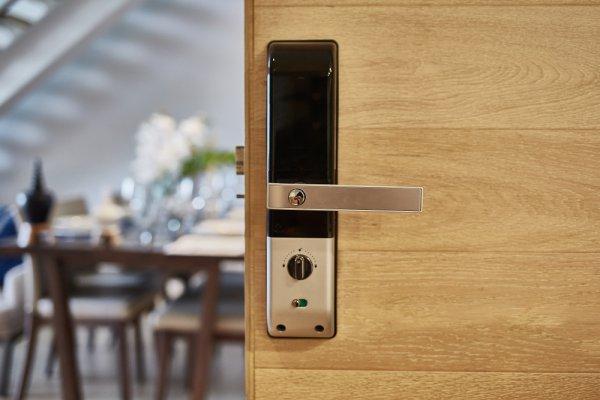 Tingkatkan Keamanan Rumahmu dengan Gembok Digital yang Canggih Ini! (2020)
