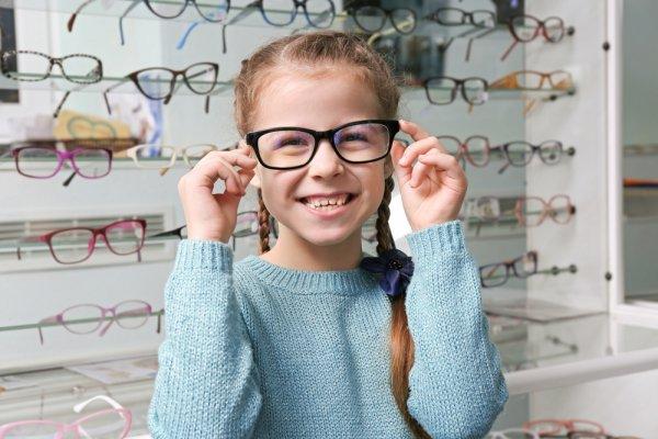 Tips Memilih Kacamata Anak yang Tepat dan 7 Pilihan Kacamata Trendi yang Akan Membuat Penampilan Buah Hati Makin Oke