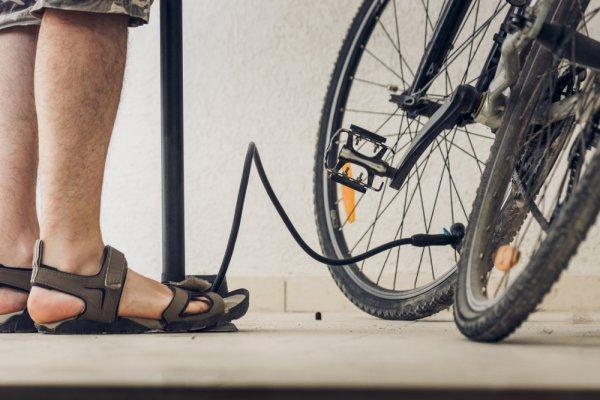 Tampil Kasual dengan 10 Rekomendasi Sandal Olahraga untuk Pria dan Wanita