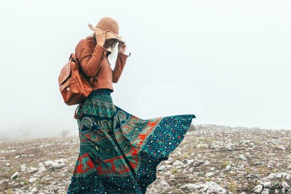 Bikin Tampilanmu Makin Menawan dengan +6 Rekomendasi Maxi Skirt dan Padu Padan yang Nggak Ada Matinya!