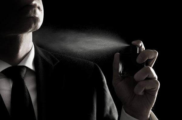Tingkatkan Rasa Percaya Dirimu dengan 10 Rekomendasi Parfum Pria Terlaris Tahun 2018