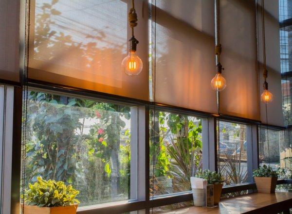 Rumah Lebih Indah dan Sejuk dengan 10 Rekomendasi Tirai Gulung Pilihan Berikut Ini (2020)