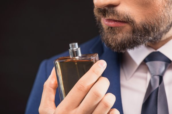 Beri Kesan Elegan dengan 10 Parfum Pria Yang Wanginya Kalem untuk Mengisi Hari Anda
