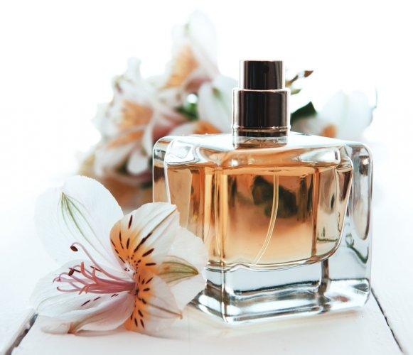 9 Rekomendasi Parfum Terbaik untuk Wanita dengan Harga di Bawah Rp 300 Ribuan (2020)